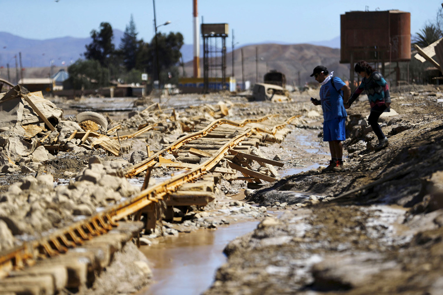 Поврежденная линия железной дороги после наводнения в городе Диего-де-Альмагро (Diego de Almagro).