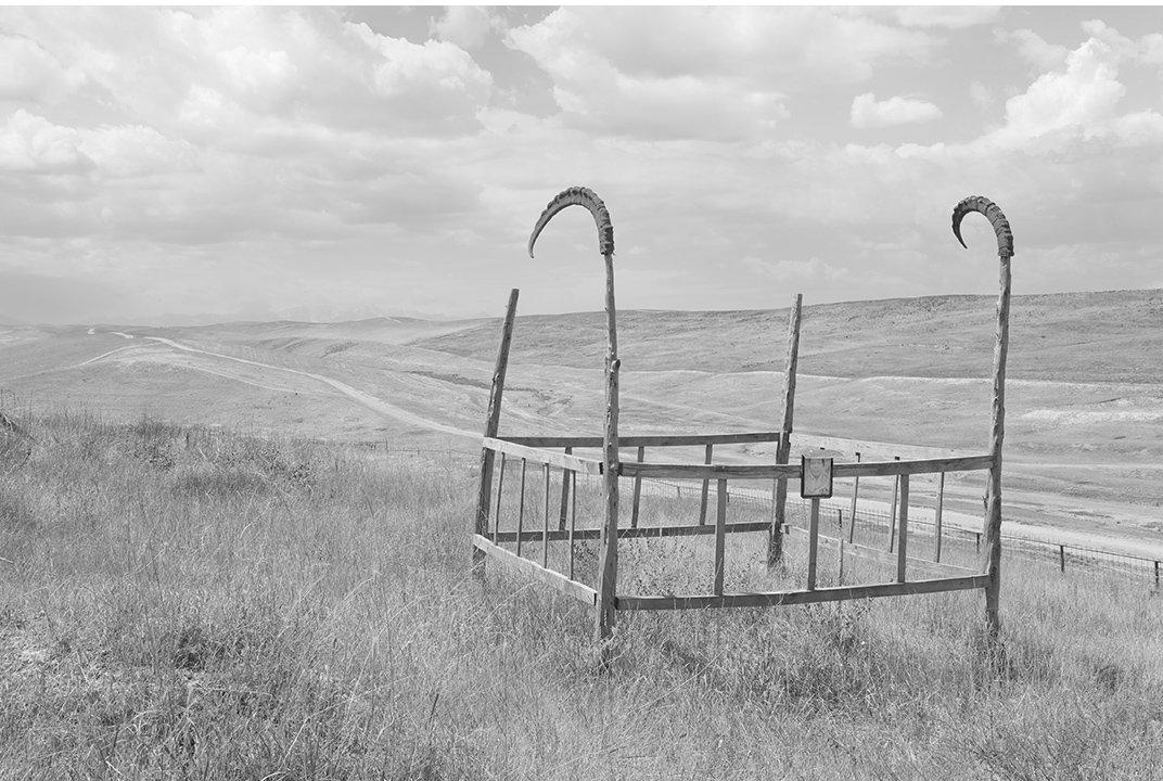 Эта структура захоронения обеспечивает абсолютный контраст по отношению к пустынному пейзажу.