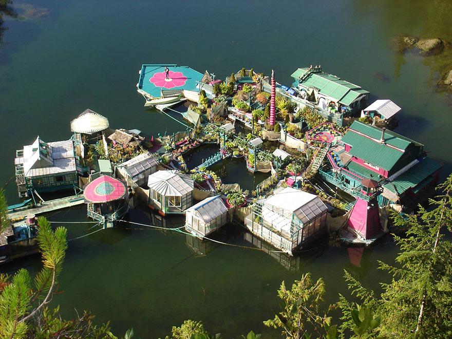 Дом теперь имеет 12 плавучих платформ