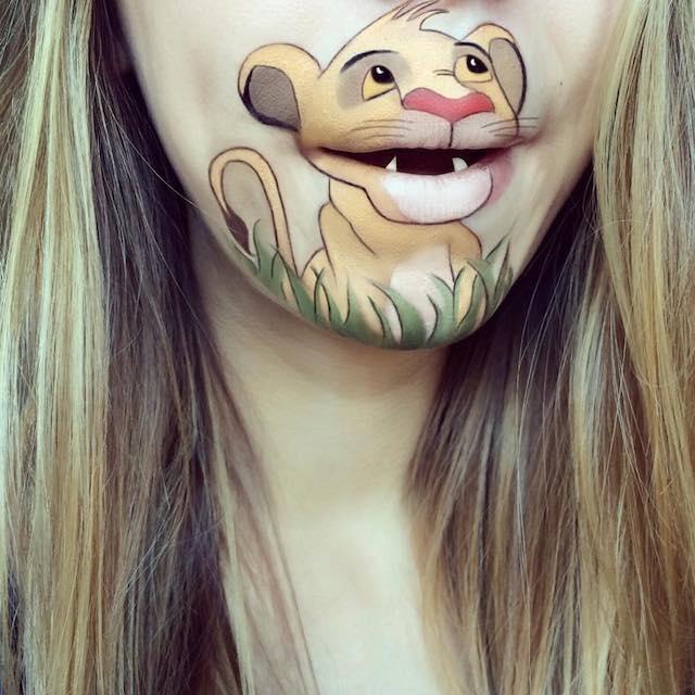 Визажист рисует у себя на лице героев мультфильмов