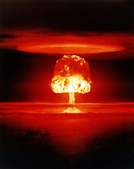"""""""Замок Ромео"""" ядерное испытание - атолл Бикини, 1954 г."""