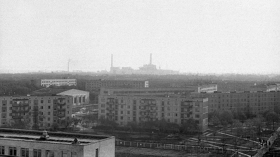 В 01:24 26 апреля 1986 года на 4-м энергоблоке Чернобыльской АЭС произошел взрыв, который полностью разрушил реактор. Во время взрыва на ЧАЭС основной выброс радиоактивной пыли произошел в направлении Припяти. Эвакуация жителей началась лишь спустя сутки — 27 апреля