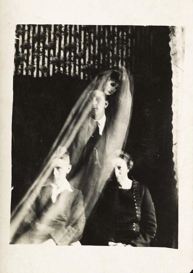 Смысл жизни изменился в 1905 году, когда он фотографировал друга,думал что просто засветил плену, но нет... это был дух.