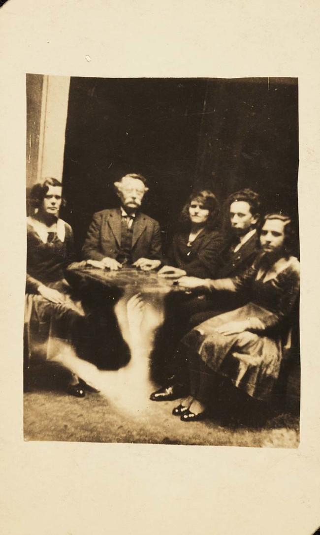 Общество Круг Кру были исследованы в 1922 году Обществом психических исследований.