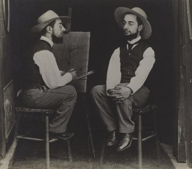 Знаменитый художник в Мулен Руж, позировал для этого двойного портрета, который был создан путем объединения негативов.