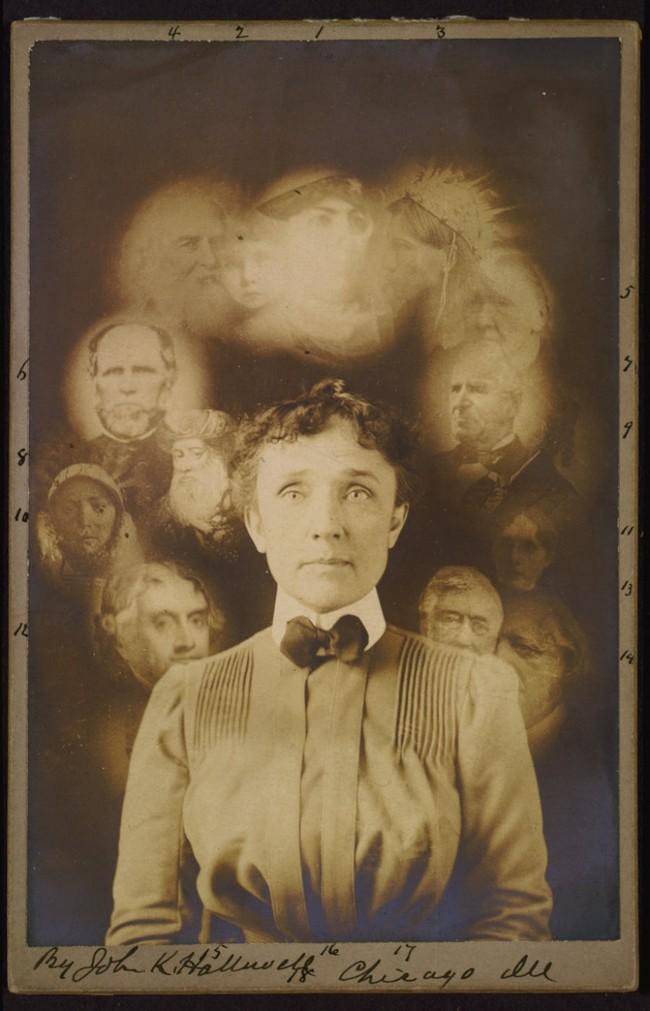 Это было якобы сделано в ходе спиритического сеанса (популярным занятием в то время), но это скорее всего составленные изображения, портреты других людей, расположенных вокруг центра.