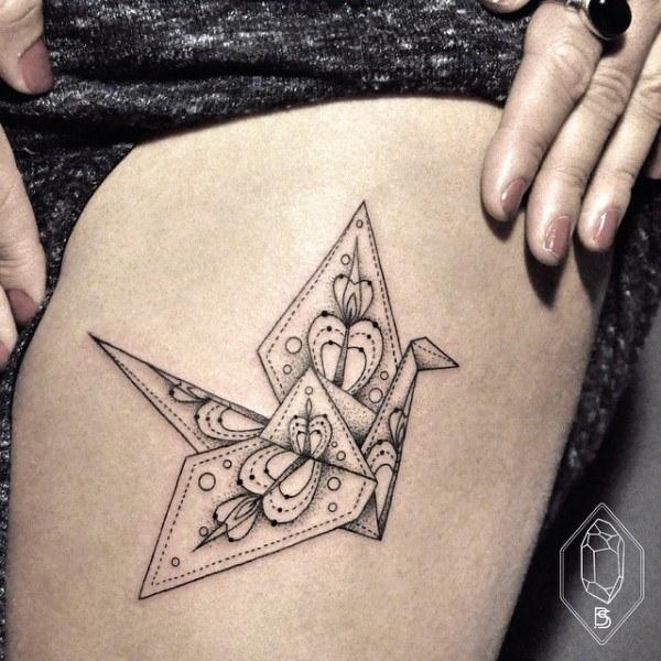 Татуировщица из Турции рисует тончайшими линиями