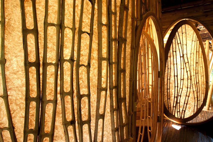 Бамбук очень прочный, является одним из самых быстрорастущих растений на планете, привлекательным и экологически чистым вариантом для строительства домов.