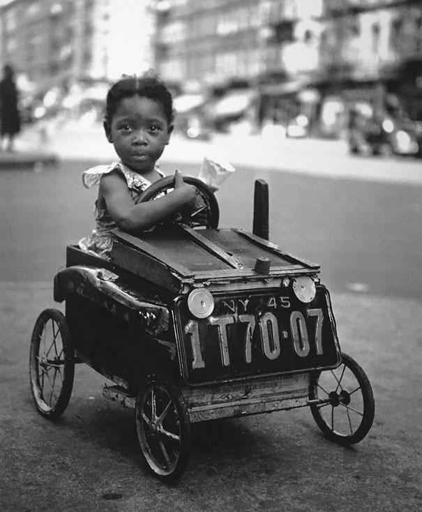 Ребенок на игрушечной машине в Нью-Йорке, 1947 г.