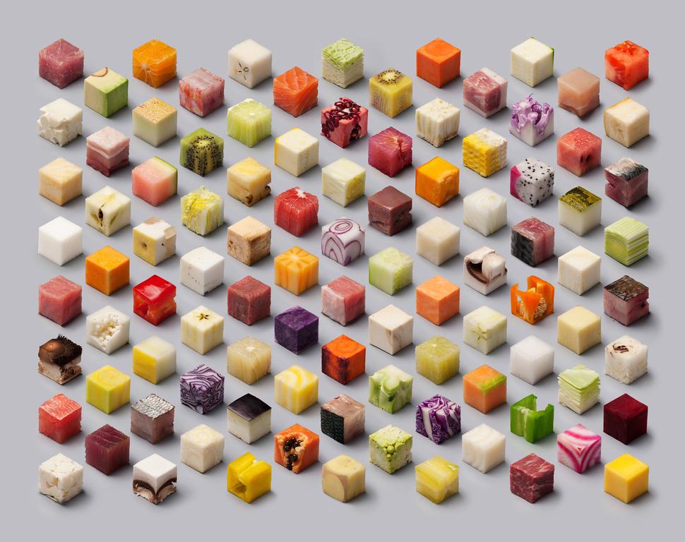 Сырые продукты режут на идеально симметричные кубики