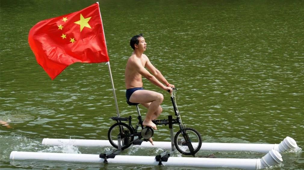 Велосипед по воде.