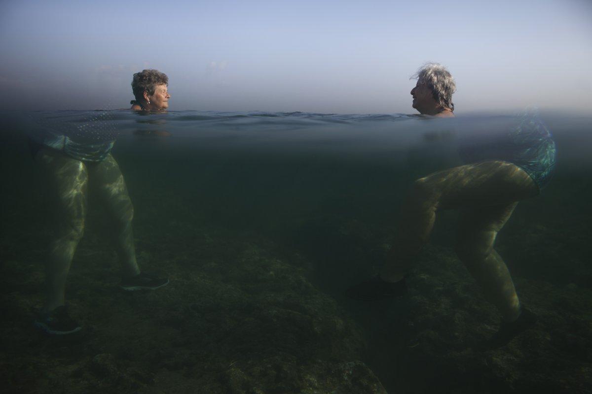 Головы отделенные от тела под водой это иллюзия.