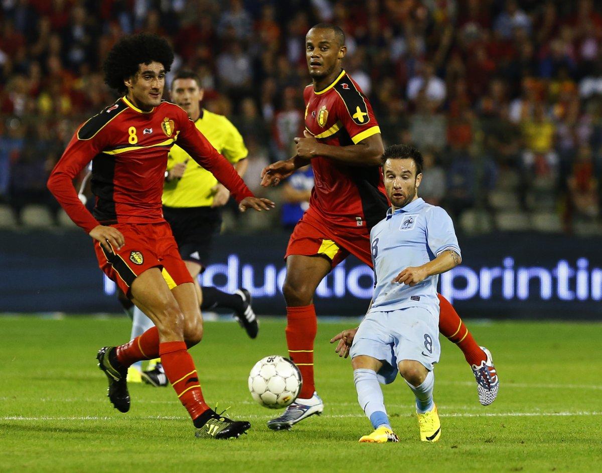 Футболист Матье Вальбуэна (Mathieu Valbuena) на самом деле 167 сантиметров, однако создаётся иллюзия что Вальбуэна намного меньше.