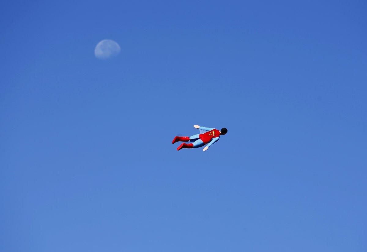 Это птица? Нет, это радиоуправляемый самолет супермен изготовленный Отто Диффенбах (Otto Dieffenbach).