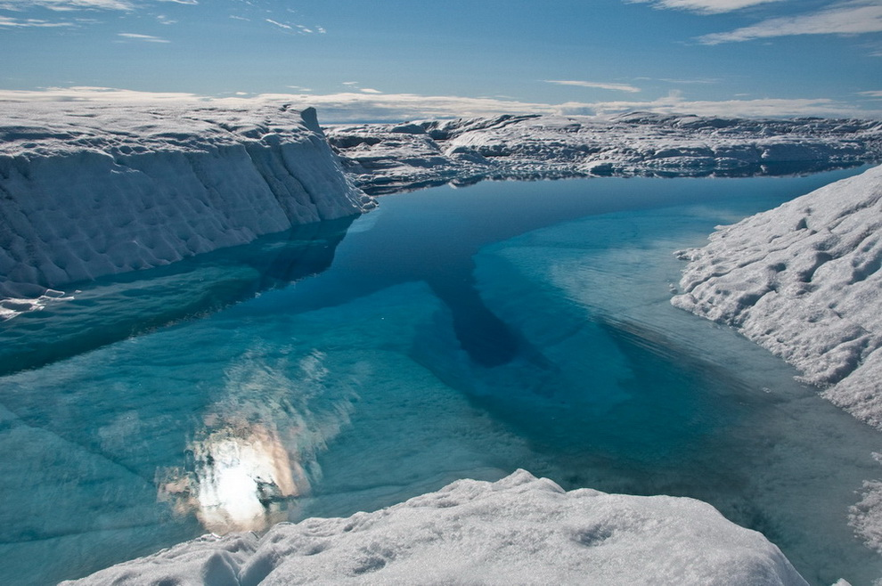 This deep pool through which a substantal volume of water appears to have flowed is likely the site of the moulin that formed in 2006 (see same pool in 2007 http://bigice.apl.washington.edu/photos/Greenland07-6.jpg).