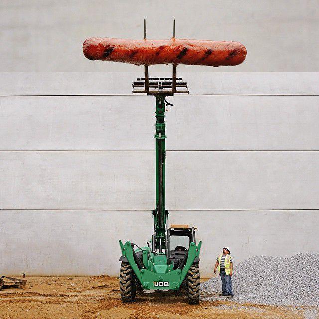 Хот-дог и телескопический погрузчик