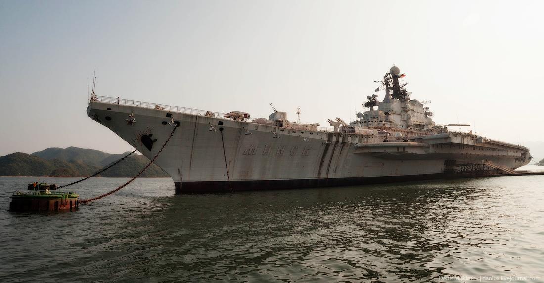the_aircraft_carrier_Minsk_1