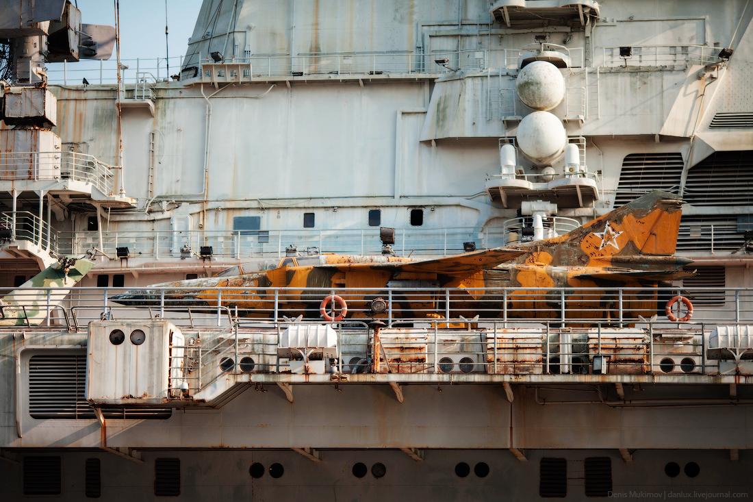 the_aircraft_carrier_Minsk_3