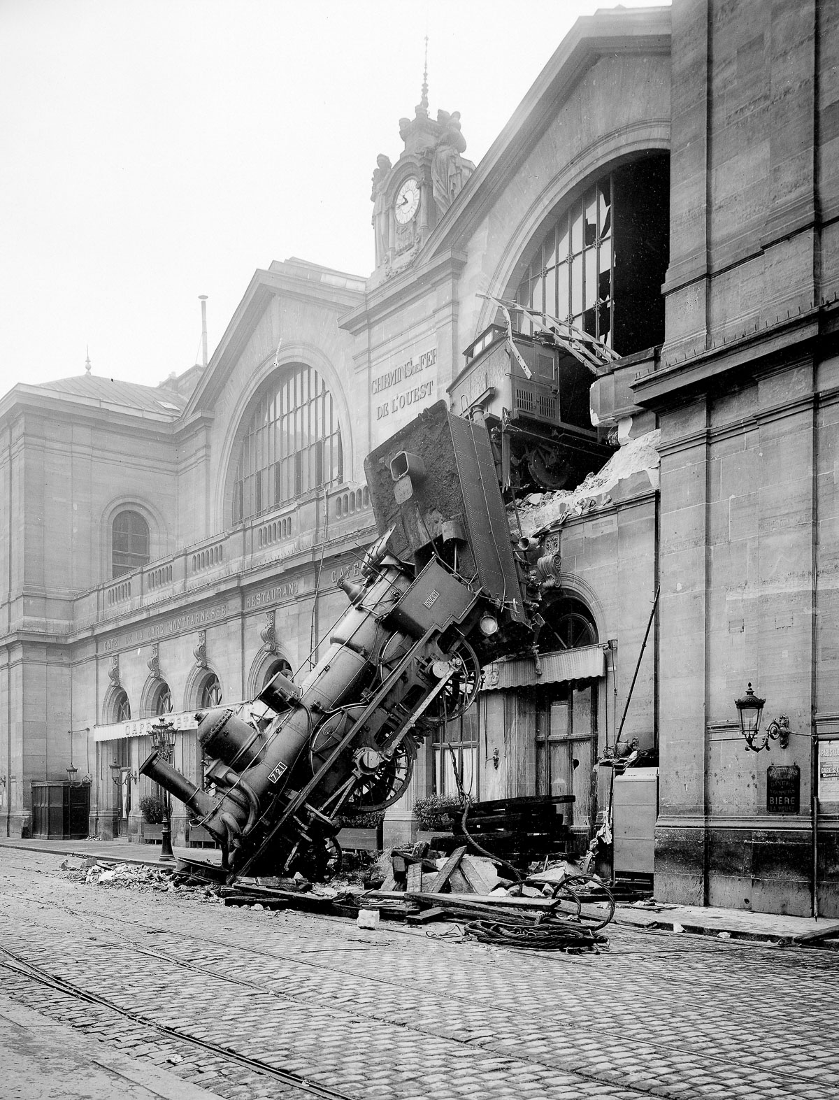 FRANCE - 1895:  The accident of the station Montparnasse. Paris, October 22, 1895. ND-2896A Paris.  (Photo by ND/Roger Viollet/Getty Images)