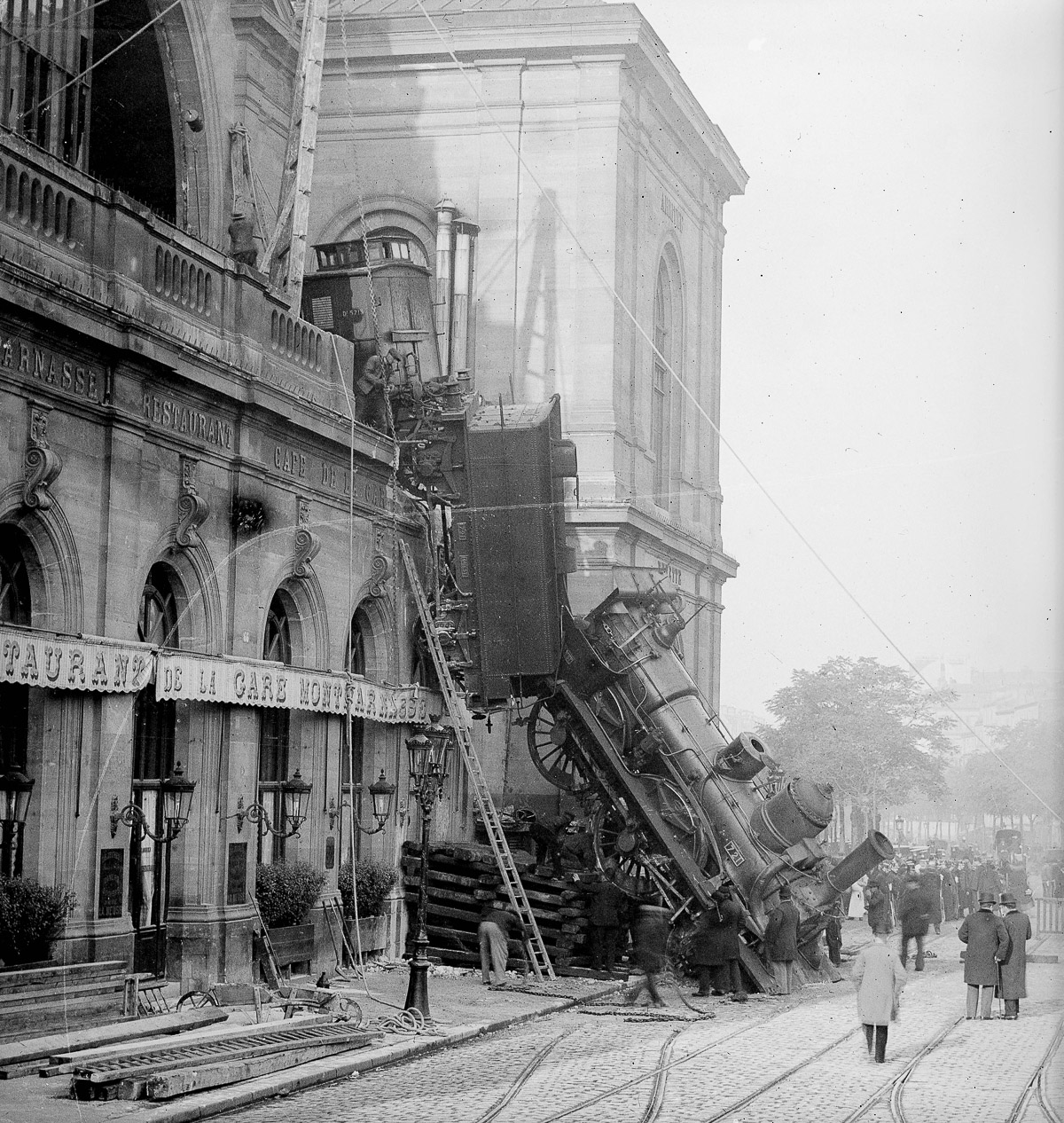 FRANCE - 1895:  Accident of the station Montparnasse. Paris, October 22, 1895. LL-21812 B STEREO.  (Photo by LL/Roger Viollet/Getty Images)