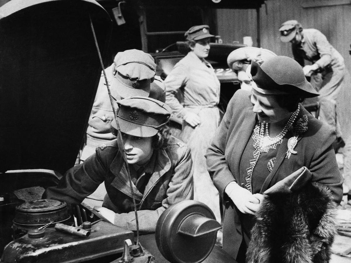 В ATS, Принцесса Елизавета была обучена как водитель и механик.