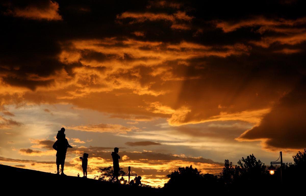 Оранжевое небо в Неваде. (Photo by Larry Steagall)