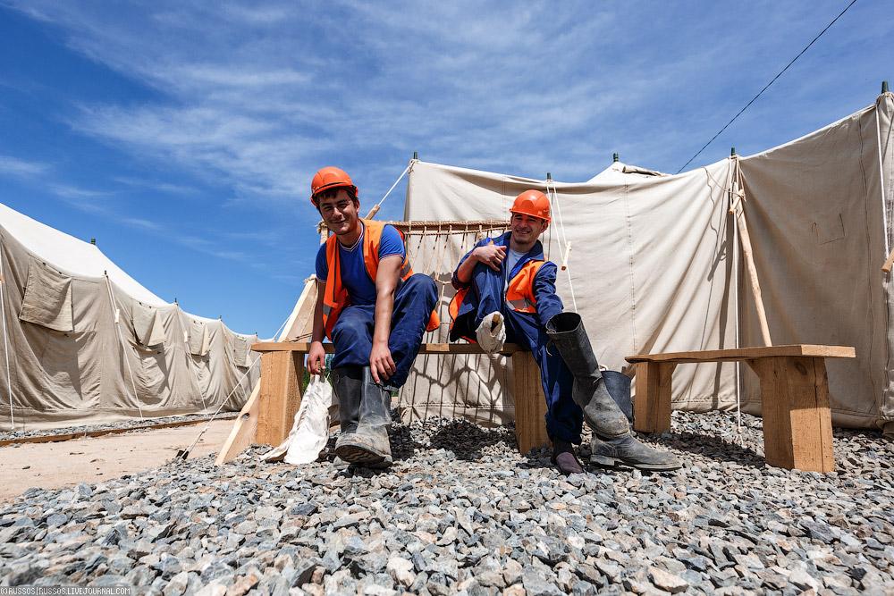 Зарплата стройотрядовца — свыше 25 тысяч рублей, но при выполнении нормы работ.