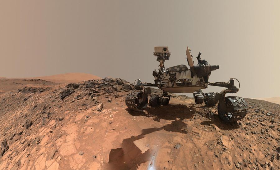 Исследовательский аппарат Ровер на Марсе