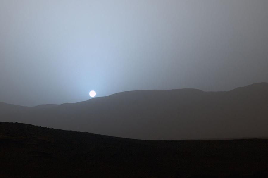 Марсоход находится в кратере Гейла