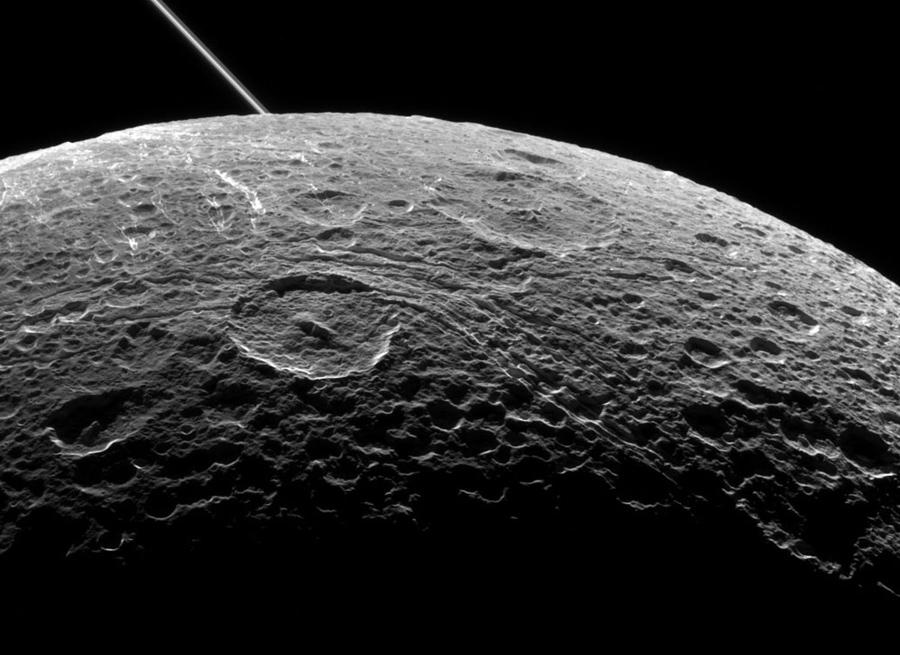 Спутник Сатурна - Диона