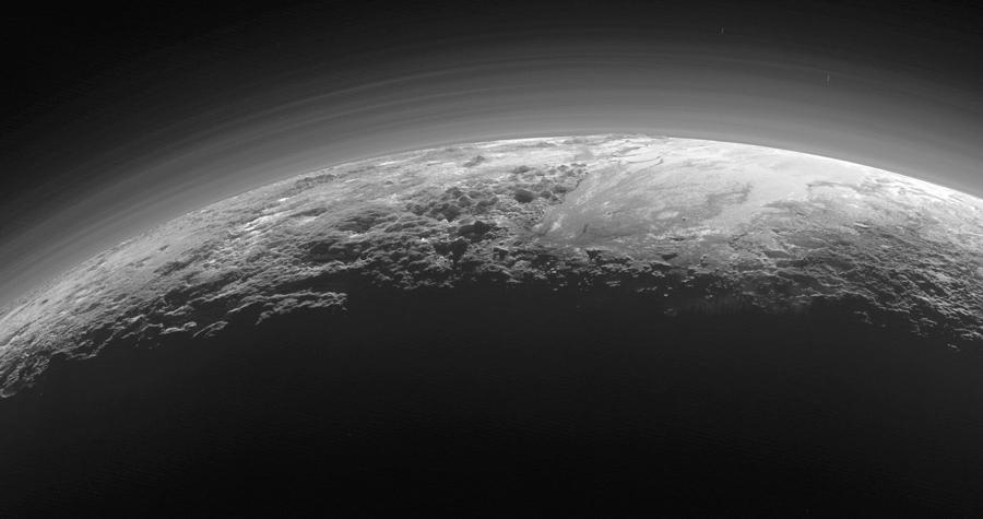 Фотография сближения космического аппарата с Плутоном