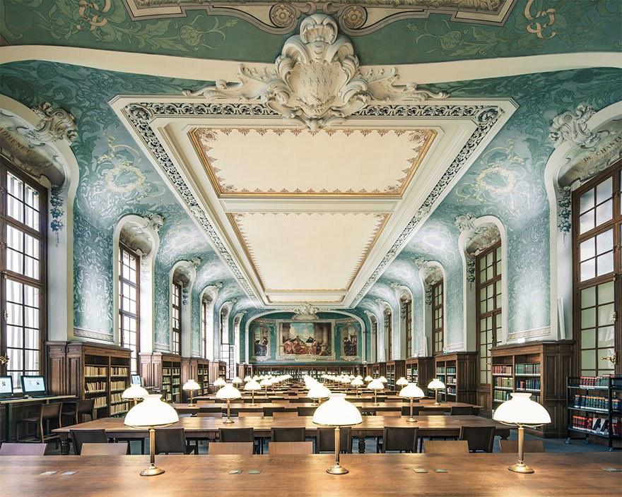 Библиотекой имени Де-Ла-Сорбонна, Париж