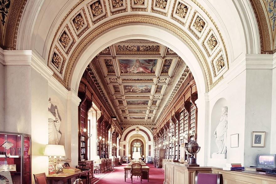 Библиотекой имени здания Сената, Париж