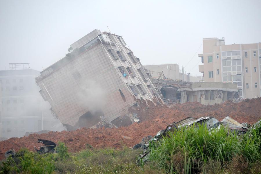 Поврежденное здание в оползне обрушившегося на  Шэньчжэнь, 20 декабря 2015.