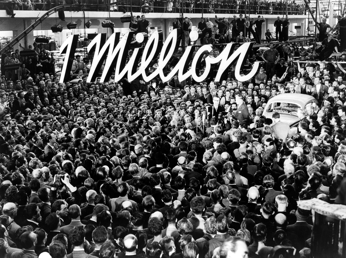 (GERMANY OUT) Federal Republic of Germany Economy VW Plant in Wolfsburg celebrating the production of the millionth VW Beetle - photograph: Volkswagen Company - (Photo by VW/AUDI/ullstein bild via Getty Images)