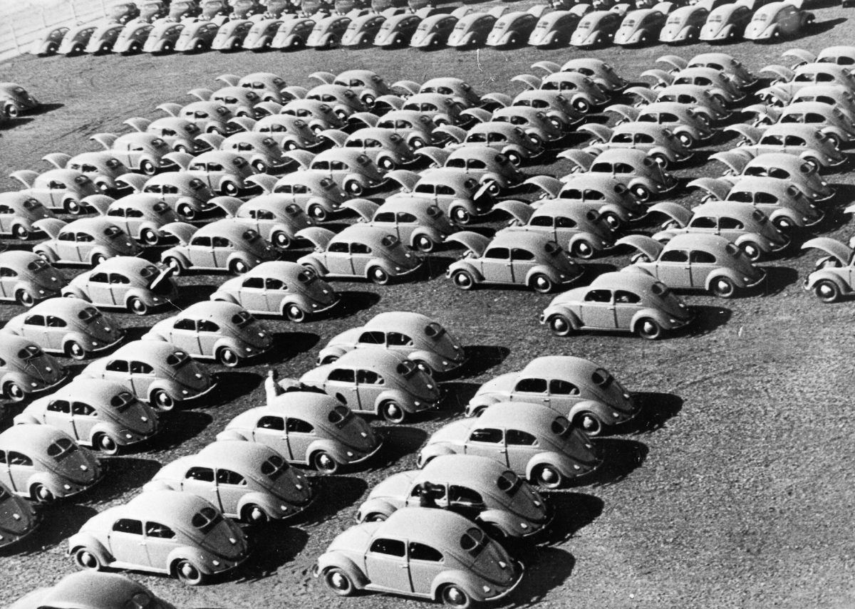 circa 1950: Rows of ' Beetle ' cars at a German Volkswagen plant. (Photo by Fox Photos/Getty Images)