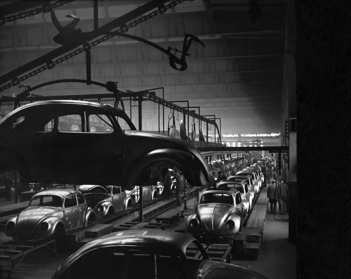 15 Dec 1952 --- General views of the production line at the volkswagen factory producing Beetle cars in Germany. December 1952 C6101-003 --- Image by © WATFORD/Mirrorpix/Corbis