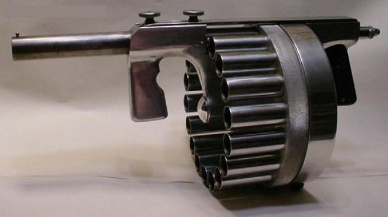 Пушка, стреляющая дымовыми патронами для подавления бунтов и беспорядков Пушка, стреляющая дымовыми гранатами для подавления бунтов и беспорядков