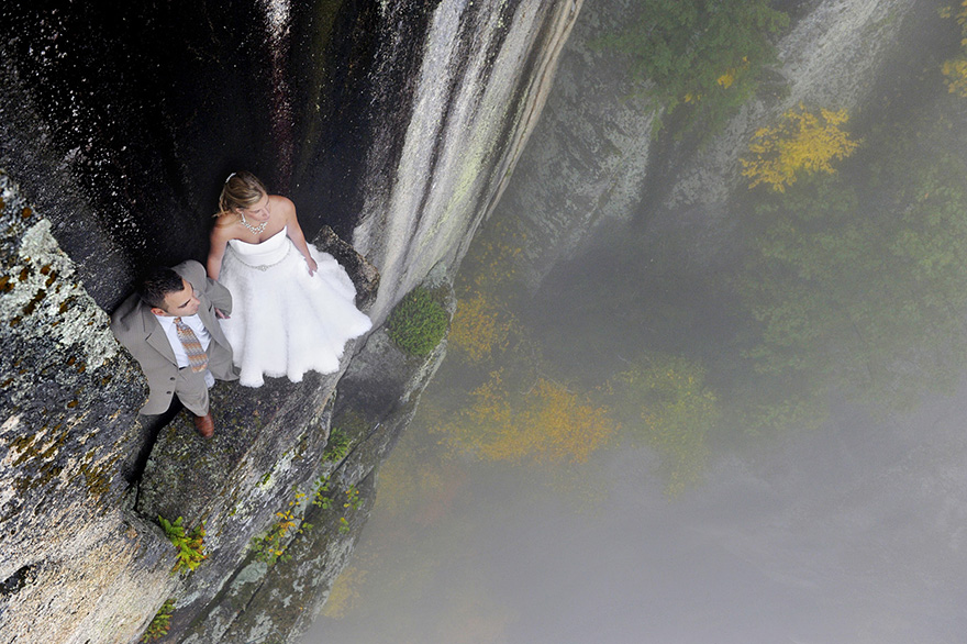 Свадебная фотоссесия на уступе горы в 106 метров