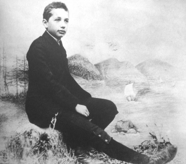 Альберт Эйнштейн — Физик-Теоретик
