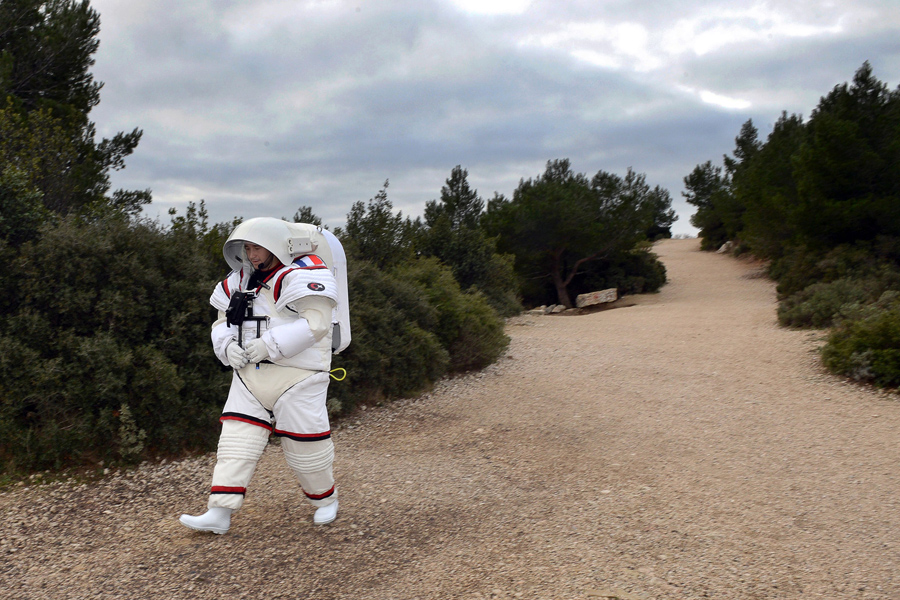 Подводный костюм, разработанный с Европейским космическим агентством, предназначена для тренировки астронавтов под водой для имитации невесомости для космонавта внекорабельной деятельности, 20 января 2016 года, Марсель.
