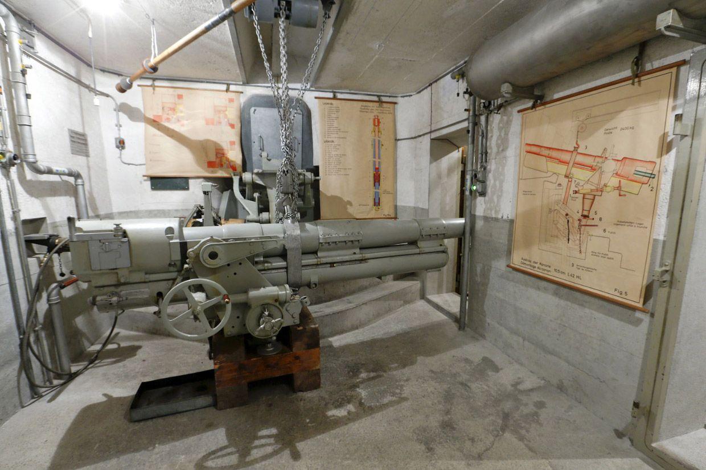 Пушка в том же артиллерийском Форте в Фаулензее, Швейцария.