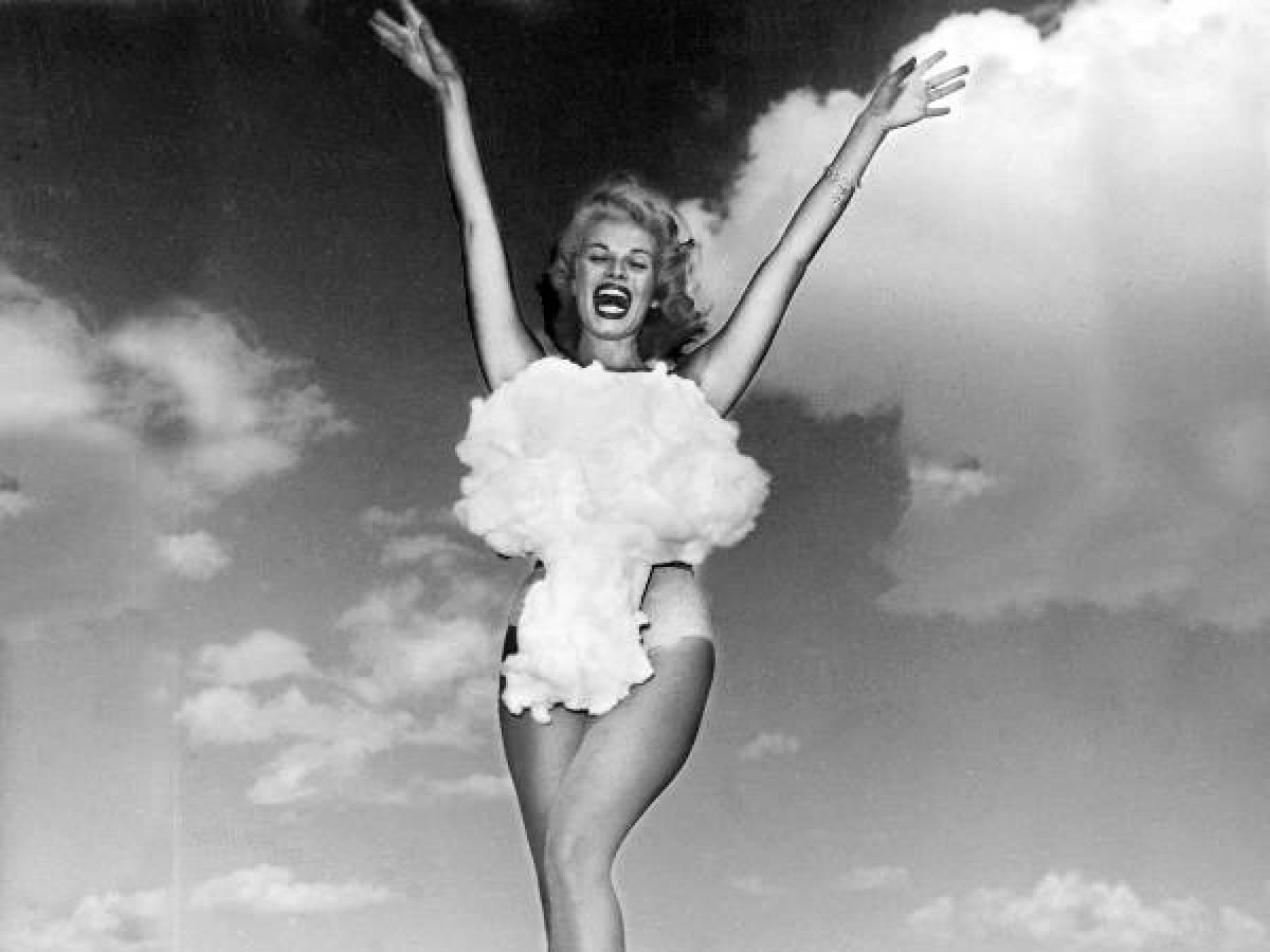 Мисс Атомная Бомба, 1957