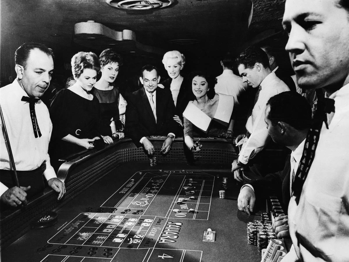 Женщина играет в крэпс, 1963