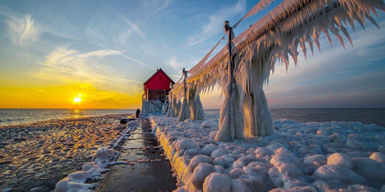 Это ледяное озеро Мичиган.