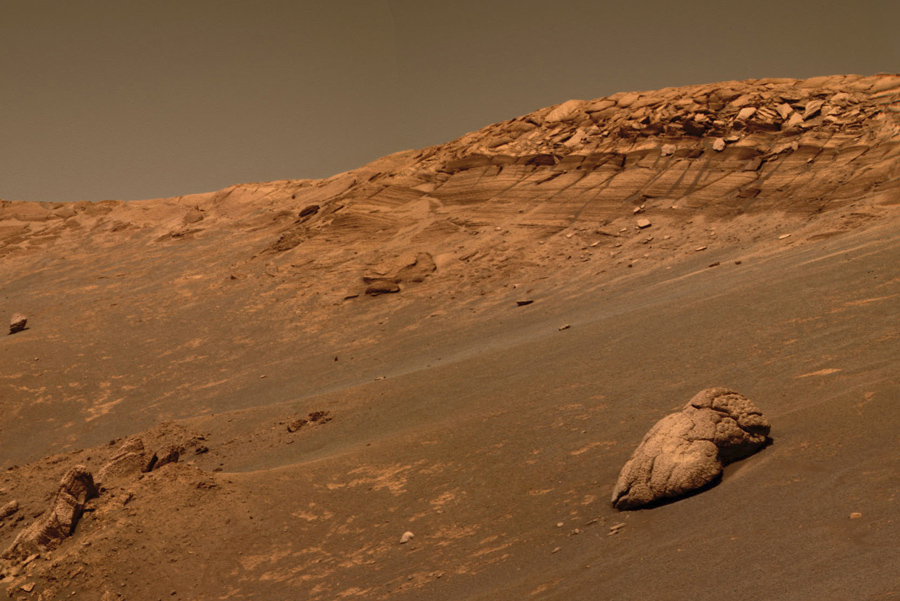 Ком породы справа (как считают ученые) образовался в результате высыхания от воды.