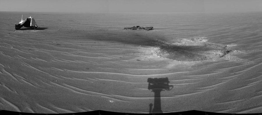 Еще одна тень марсохода.
