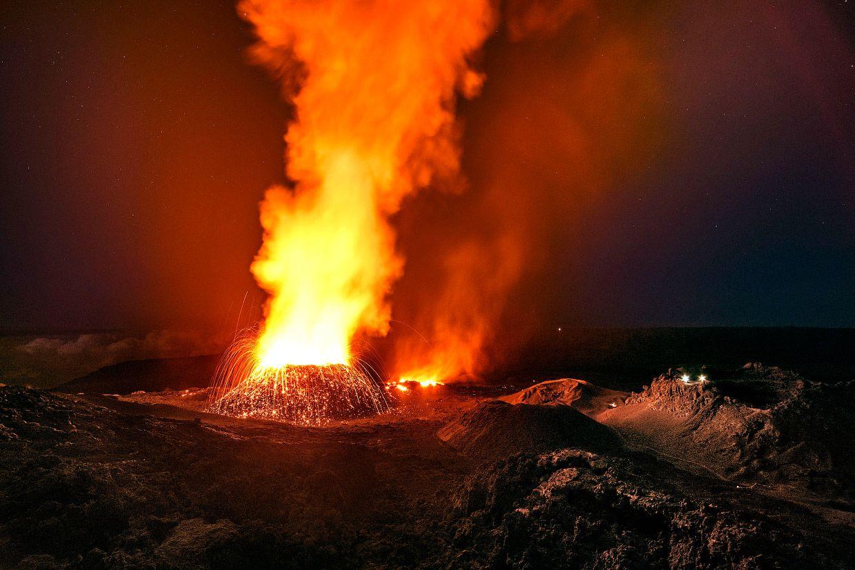 Питон-де-ла-Фурнез - один из самых активных вулканов в мире.