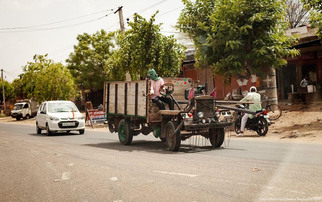 В сельских районах, можно найти самодельные грузовики.