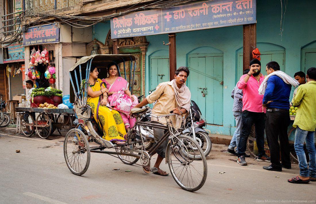 Рикши – низший вид транспорта. Поездка на рикше обойдется гораздо дешевле, чем в такси, основной недостаток – низкая скорость.